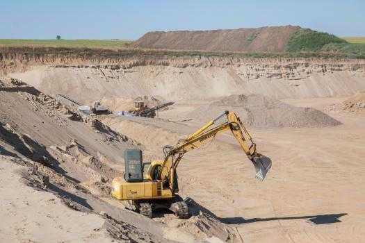 Exploatarea ABUZIVĂ a resurselor naturale ar putea fi mai simplă, dacă parlamentul votează o lege a guvernului Dodon.